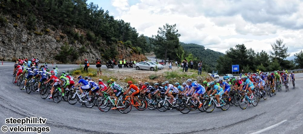 TUR2014_stage_5_peloton_turn_the_corner