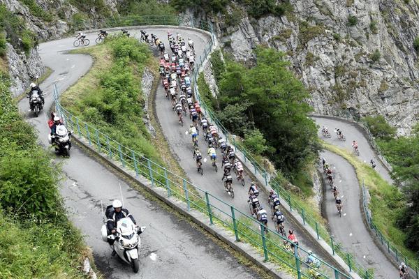 tdf2015_stage18_lacets_de_montvernier_peloton_clmib