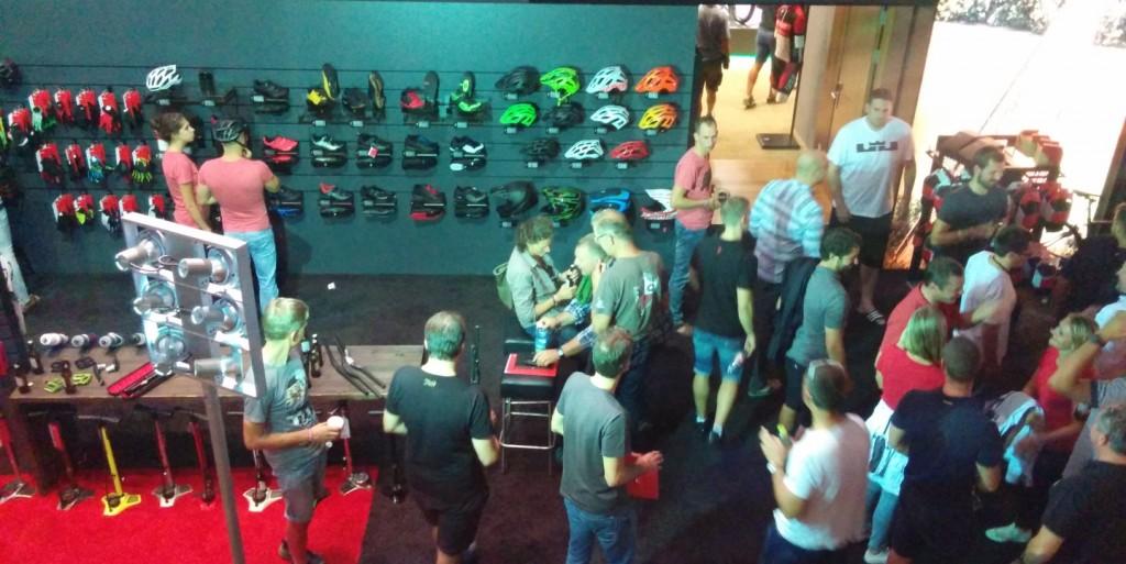 Dealer Event süresince sadece bisiklet değil yeni tekstil ürünleri, donanım ve aksesurlar da tanıtılıyordu.