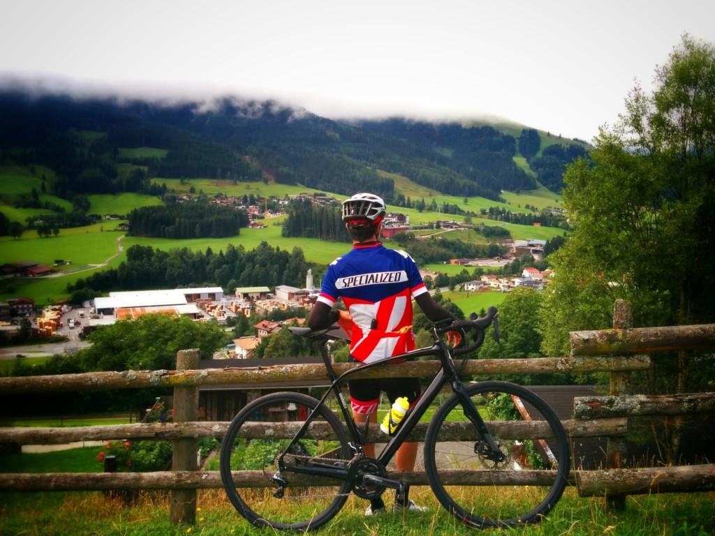 Leogang  kasabasını çeviren Rein sıra dağları. Dikkatli bakın ormanlar sanki birilerince oraya öylece konulmuş gibi!