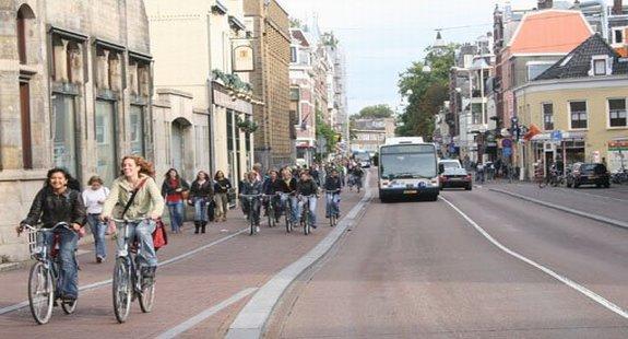 Tabii ki Türkiye değil, Hollandanın Utrect kentinde bisikletli ulaşım ve trafik... Ne kadar da olağan değil mi?