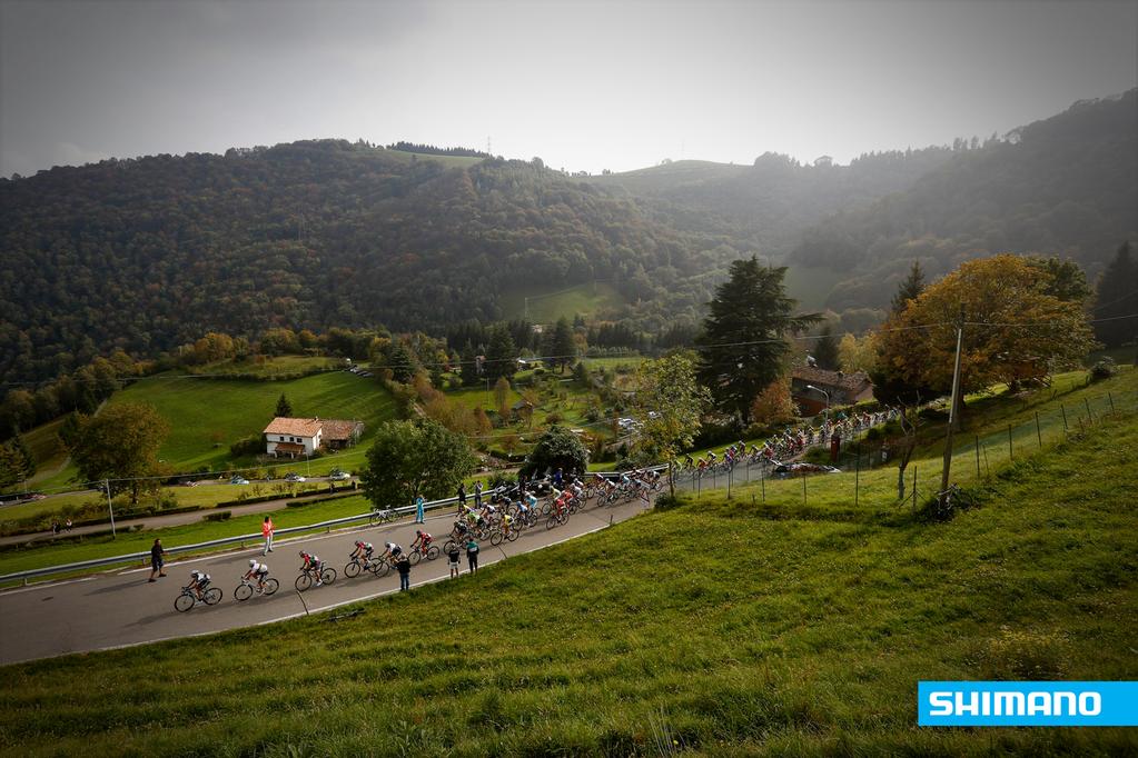 Giro_Di_Lombardia_2014_peloton