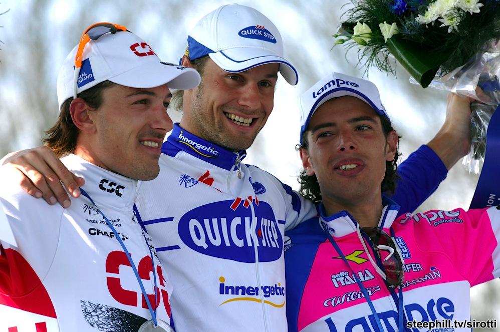 Paris-Roubaix 2008: kürsünün zirvesinde gülümseyen isim Belçikalıların rock starı Toom Boonen! Sprintte Boonenin rüzgarına yenik düşen isim ise Spartacus Fabian Cancellara. Üçüncü gelen de Alessandro Ballan.