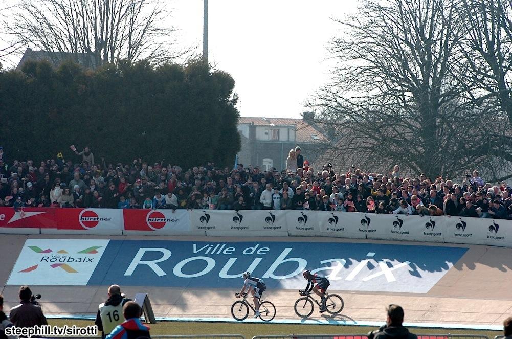 2013 Paris-Roubaix… Velodromdaki ikili Fabian Cancellara ve Sep Vanmarcke. Kedi fare oyunu sonrası kazanan tabii ki daha deneyimli olan Cancellara.