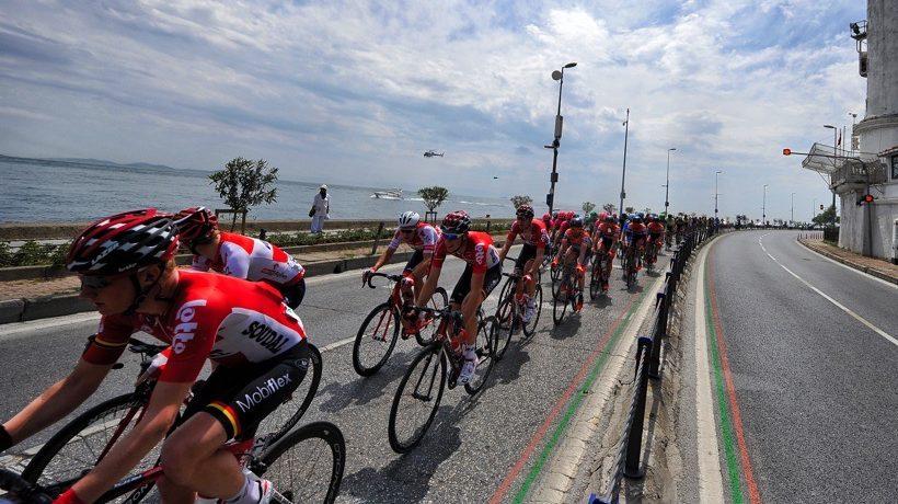 TUR2016_stage1_Lotto_Soudal_lead_the_peloton