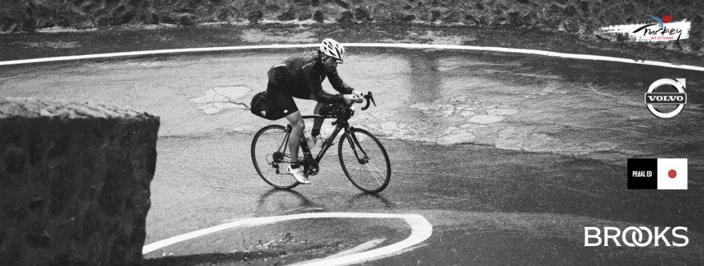 Belçikadan başlayan yarış Fransaya, oradan da Alp sıra dağlarına uzanıp Jura Dağlarından İsviçreye ve peşinden de İtalyanın zorlu dağ geçitlerine uzanacak. Kısacası 3800 km sonrası bacaklar 50000 mt irtifa kazancını her noktada hissedecek.