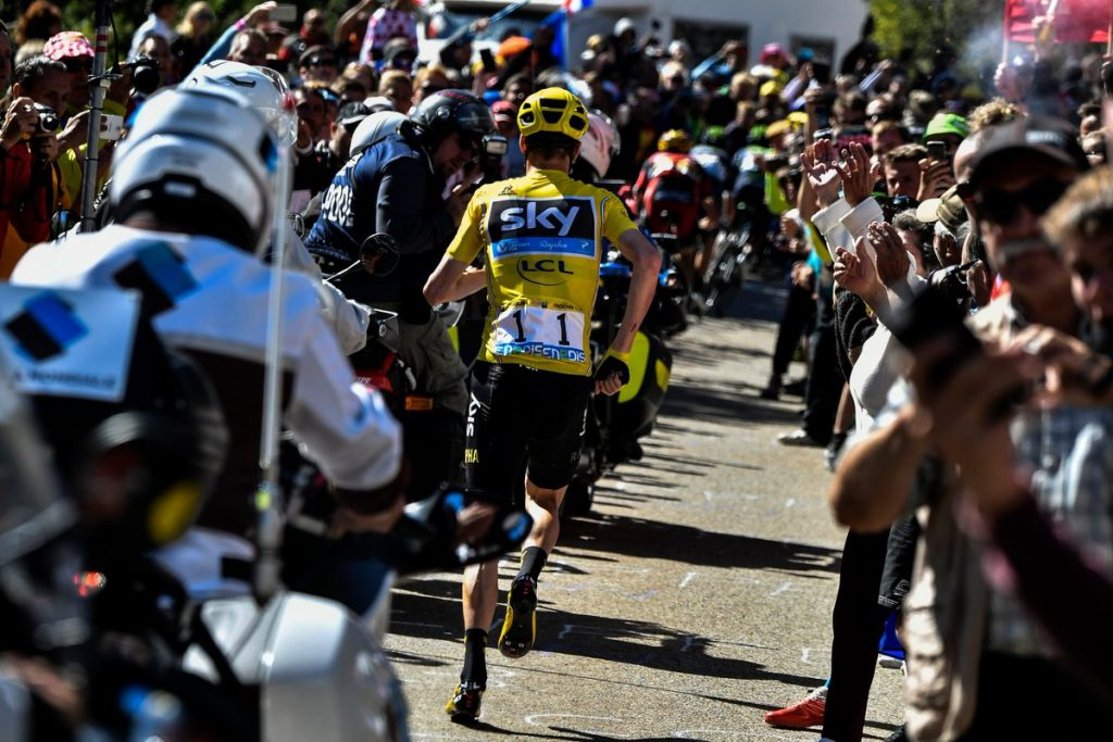 TDF2016_stage12_Froome_is_running_to_the_line_0
